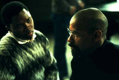 The Hurricane (Vicellous Reon Shannon als Lesra und Denzel Washington als Rubin Carter)